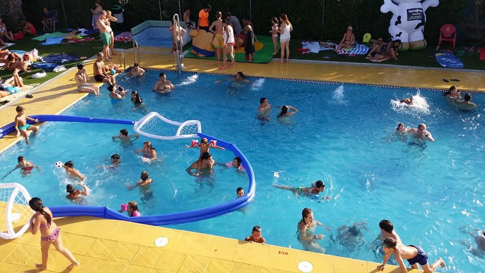 Fiesta de la espuma 2016 camping playa poniente for Jocs de piscina